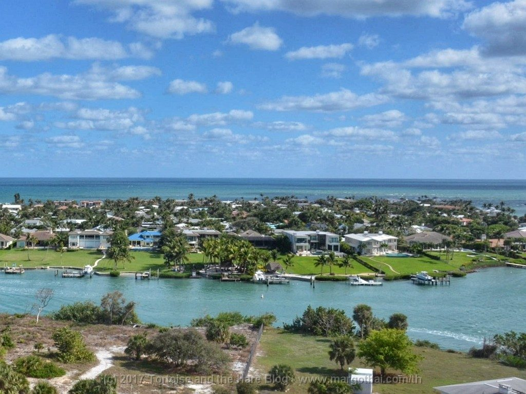 It was a great day for a 108' foot view of Jthe inlet from the Jupiter Lighthouse